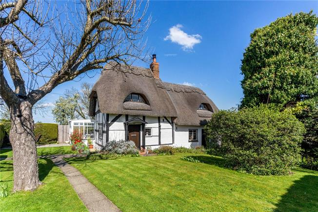 Guide Price £500,000, 3 Bedroom Detached House For Sale in Warwickshire, CV36