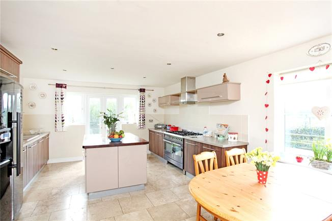 Asking Price £539,000, 5 Bedroom Detached House For Sale in Stratford-upon-Avon, Warw, CV37