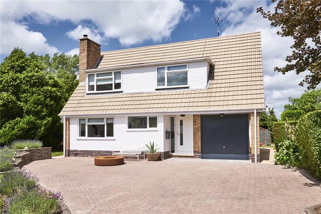 Offers in excess of £425,000, 3 Bedroom Detached House For Sale in Warwick, CV35