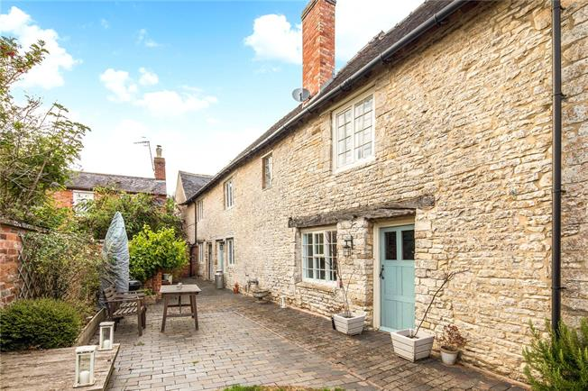 Offers in excess of £450,000, 3 Bedroom Mews House For Sale in Ettington, CV37