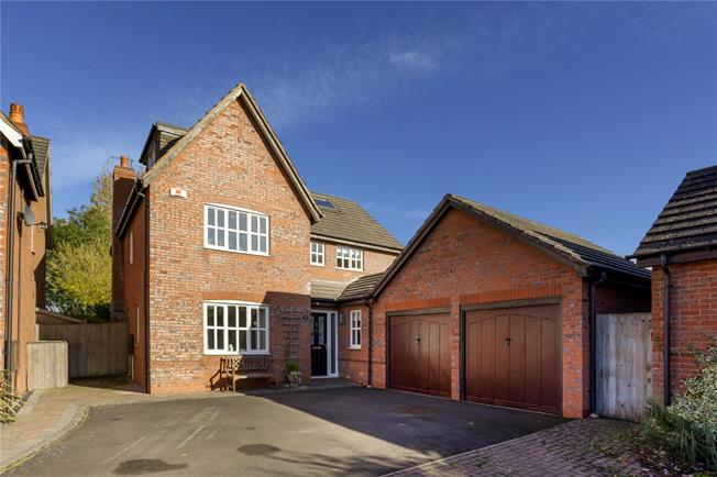 Asking Price £465,000, 6 Bedroom Detached House For Sale in Wellesbourne, CV35