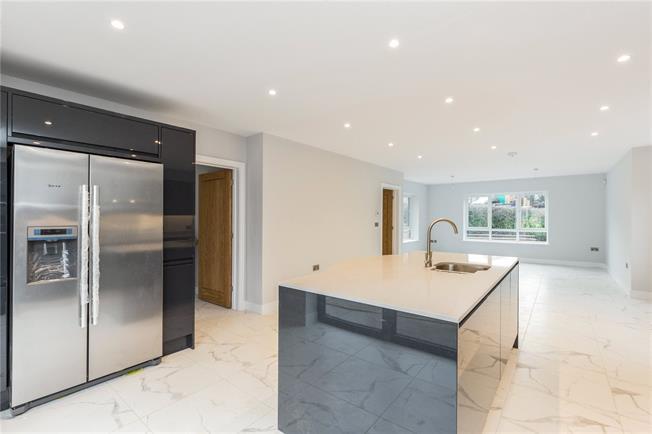 Guide Price £675,000, 4 Bedroom Detached House For Sale in Tredington, CV36