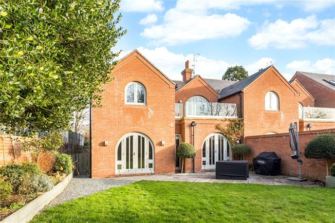 Guide Price £850,000, 4 Bedroom Semi Detached House For Sale in Stratford-upon-Avon, CV37