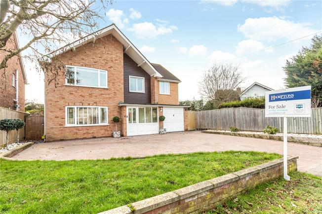 Guide Price £595,000, 4 Bedroom Detached House For Sale in Stratford-upon-Avon, CV37