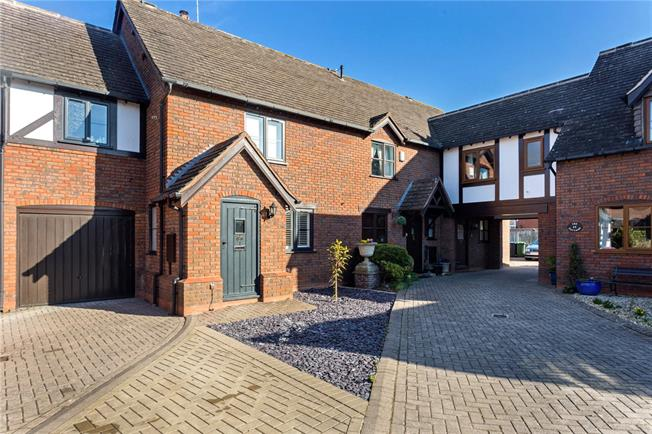 Asking Price £420,000, 4 Bedroom Mews House For Sale in Old Town, CV37
