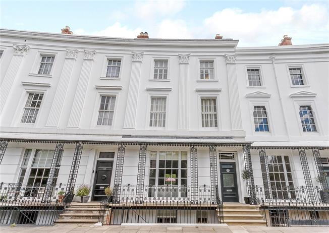 Guide Price £1,250,000, 4 Bedroom Terraced House For Sale in Leamington Spa, CV32