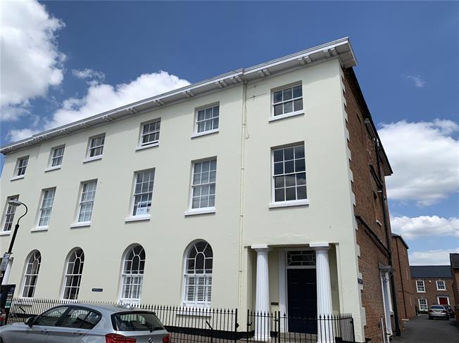Guide Price £400,000, 2 Bedroom Flat For Sale in Stratford-upon-Avon, CV37