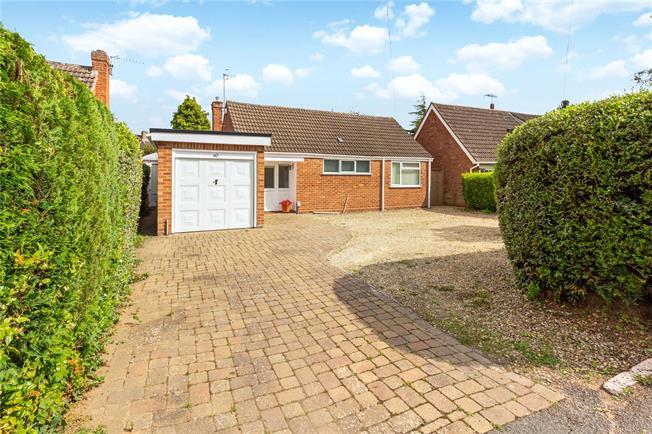 Asking Price £500,000, 2 Bedroom Bungalow For Sale in Stratford-upon-Avon, CV37