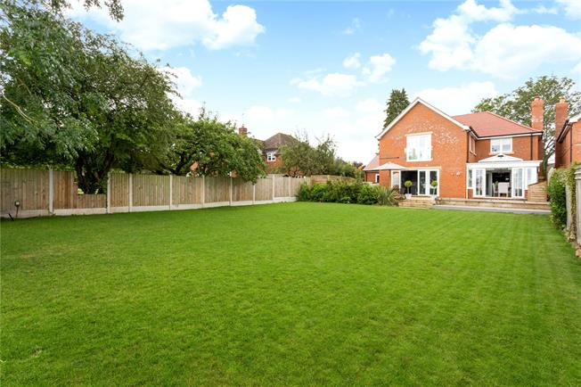 Guide Price £725,000, 4 Bedroom Detached House For Sale in Temple Grafton, B49