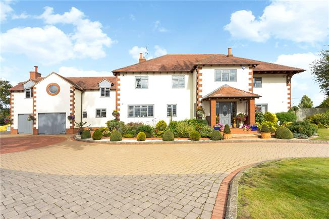 Guide Price £1,500,000, 5 Bedroom Detached House For Sale in Armscote, CV37