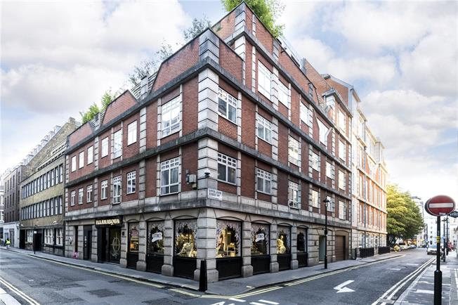 Asking Price £1,500,000, 2 Bedroom Flat For Sale in London, W1F