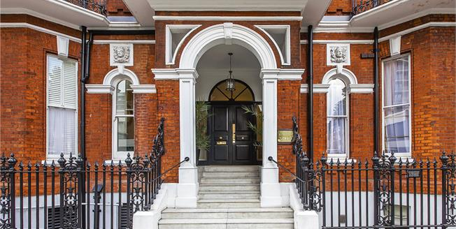 Asking Price £1,450,000, 2 Bedroom Flat For Sale in London, W1H