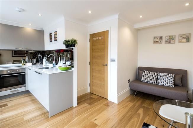 Asking Price £680,000, 1 Bedroom Flat For Sale in London, W1D