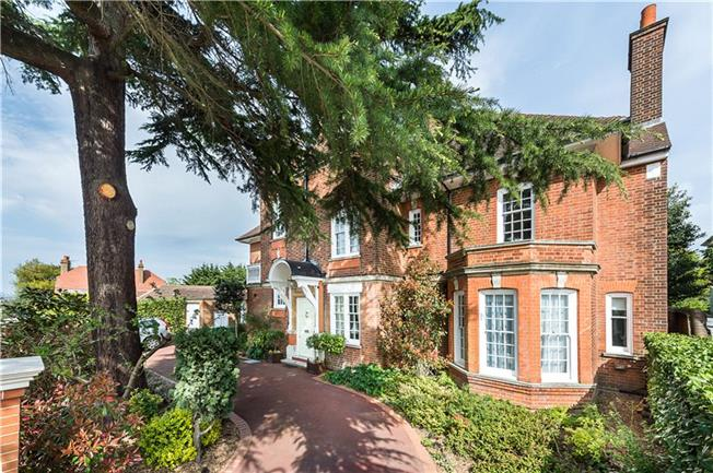 Guide Price £3,495,000, 7 Bedroom Detached House For Sale in Ealing, W13