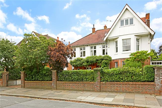 Guide Price £2,650,000, 7 Bedroom Detached House For Sale in Ealing, W5