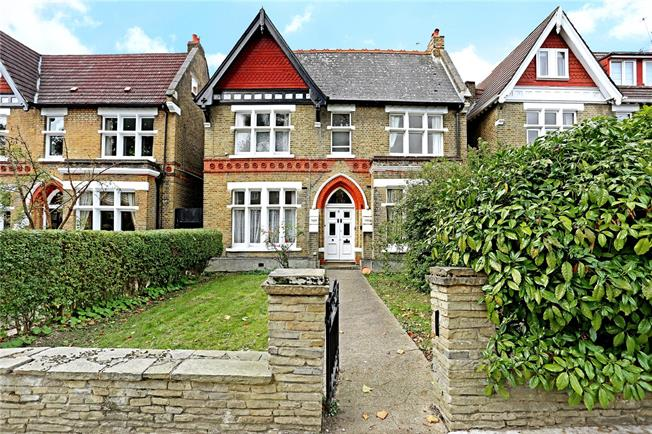 Guide Price £2,300,000, 6 Bedroom Detached House For Sale in London, W5