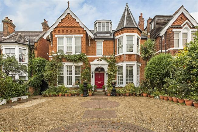 Guide Price £3,999,950, 8 Bedroom Detached House For Sale in London, W5