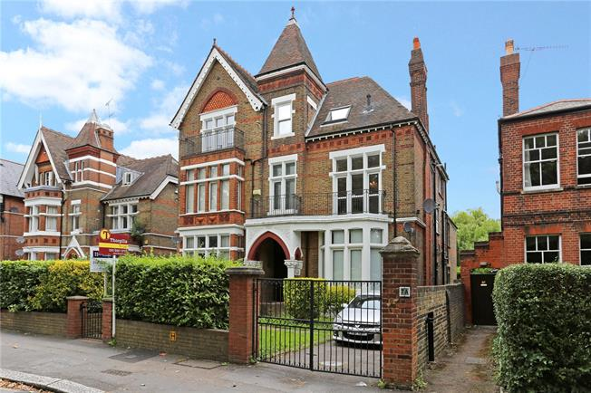 Offers in excess of £700,000, 2 Bedroom Flat For Sale in Ealing, W5