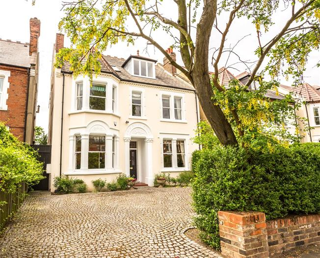 Asking Price £2,999,950, 6 Bedroom Detached House For Sale in Ealing, W5