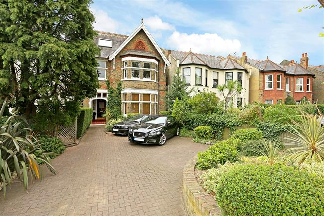 Asking Price £499,950, 2 Bedroom Flat For Sale in Ealing, W5