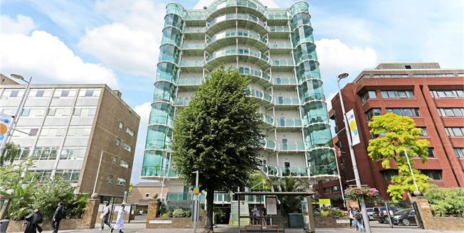Asking Price £844,950, 2 Bedroom Flat For Sale in London, W5