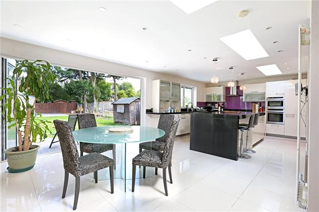 Guide Price £1,650,000, 5 Bedroom Detached House For Sale in London, W3