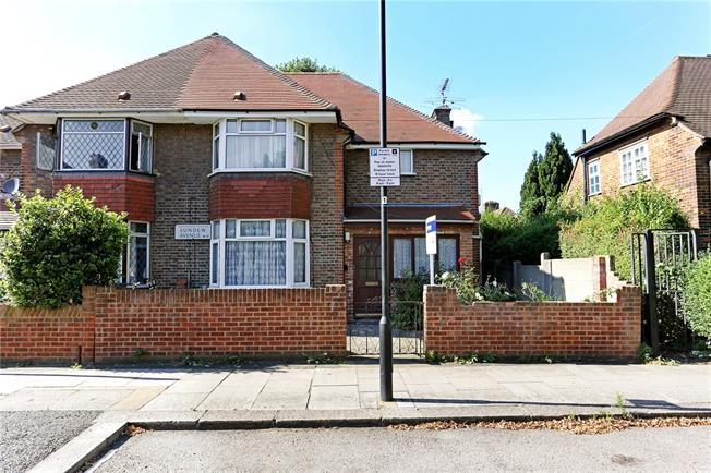 Asking Price £810,000, 4 Bedroom Semi Detached House For Sale in London, W12