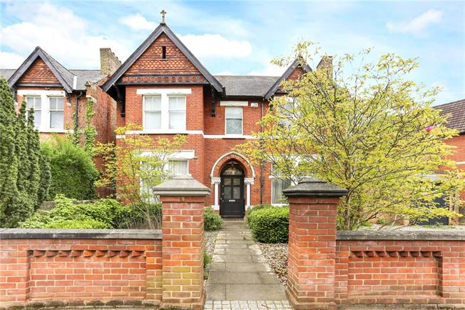 Asking Price £2,500,000, 7 Bedroom Detached House For Sale in Ealing, W5