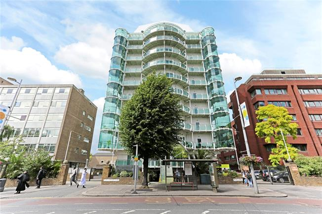 Offers in excess of £550,000, 3 Bedroom Flat For Sale in Ealing, W5