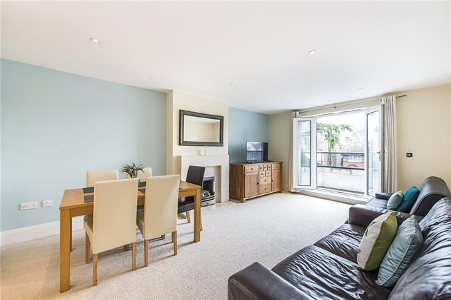 Asking Price £849,950, 3 Bedroom Flat For Sale in Ealing, W5
