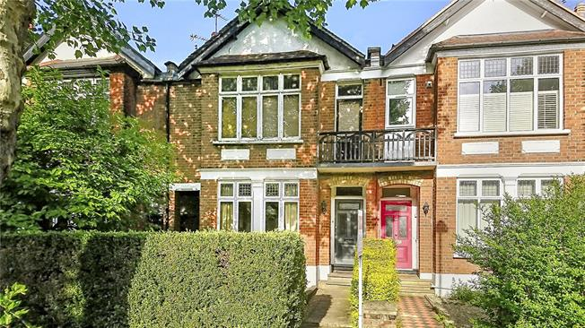 Asking Price £545,000, 2 Bedroom Flat For Sale in Ealing, W13
