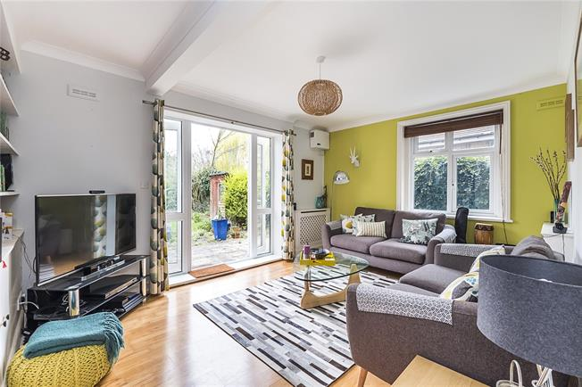 Asking Price £425,000, 1 Bedroom Flat For Sale in Ealing, W5