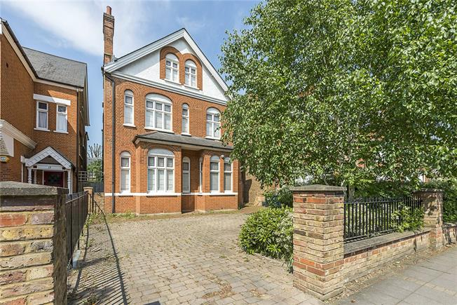 Guide Price £2,000,000, 6 Bedroom Detached House For Sale in London, W5