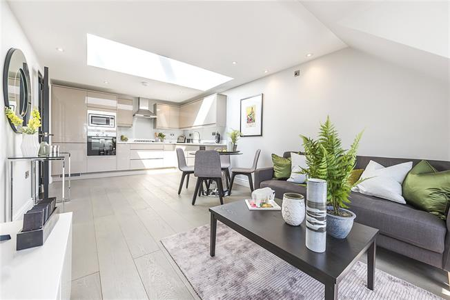 Asking Price £600,000, 2 Bedroom Flat For Sale in Acton, W3