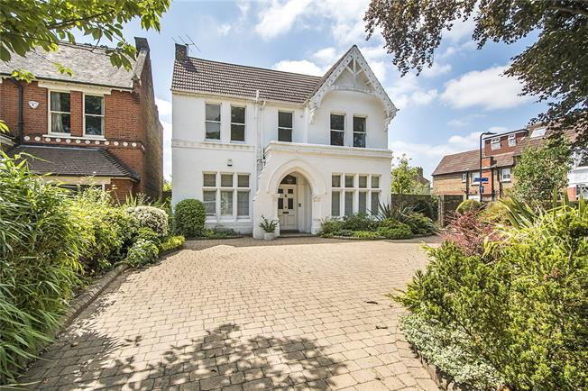 Asking Price £2,200,000, 5 Bedroom Detached House For Sale in London, W5