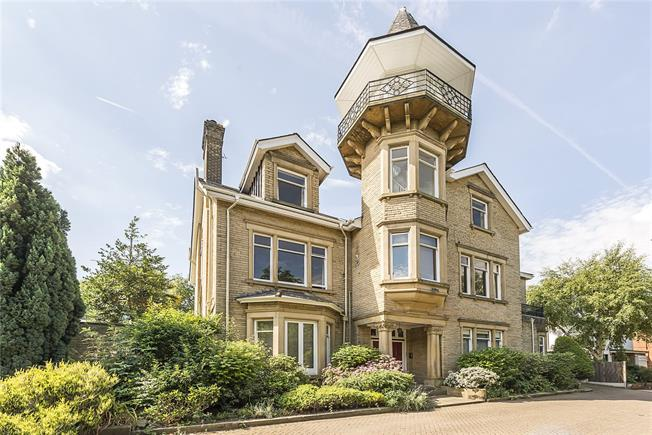 Asking Price £659,950, 2 Bedroom Flat For Sale in London, W5