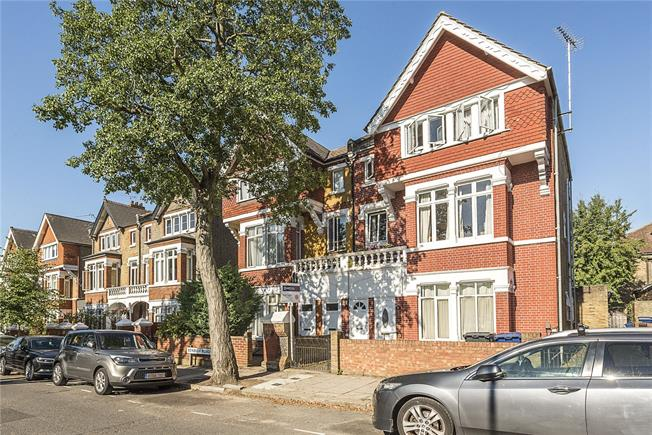 Asking Price £415,000, 1 Bedroom Flat For Sale in London, W13