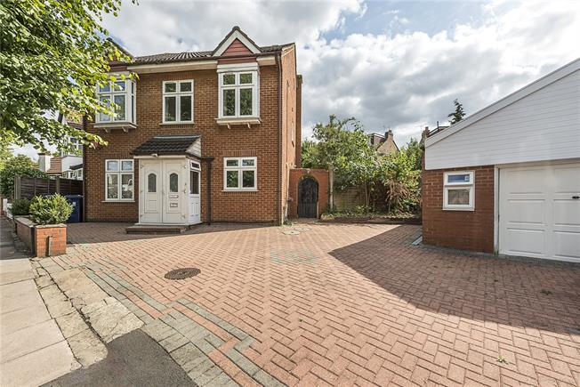 Guide Price £1,195,000, 6 Bedroom Detached House For Sale in London, W13