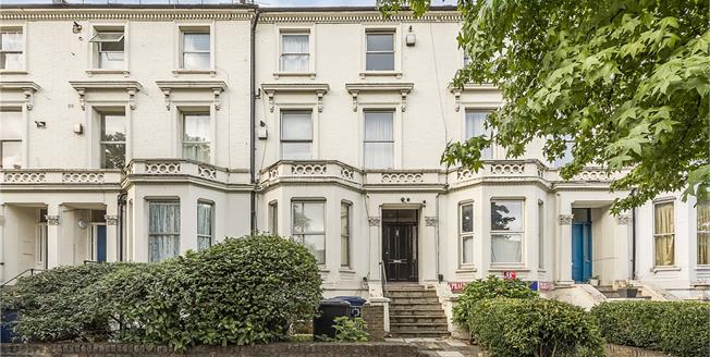 Guide Price £225,000, Flat For Sale in Ealing, W5