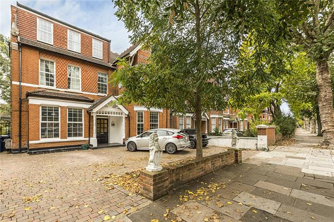 Asking Price £635,000, 2 Bedroom Flat For Sale in Ealing, W5