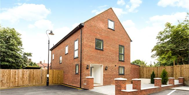 Guide Price £989,950, 6 Bedroom Detached House For Sale in Hanwell, W7