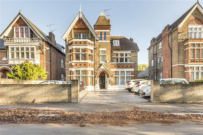 Asking Price £399,950, 1 Bedroom Flat For Sale in Ealing, W5