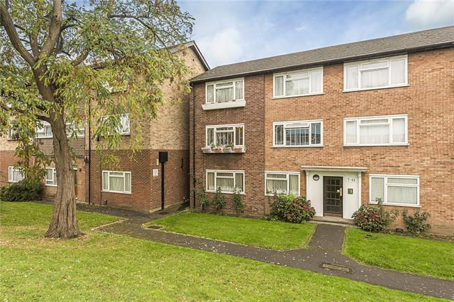 Asking Price £399,950, 2 Bedroom Flat For Sale in Hanwell, W7