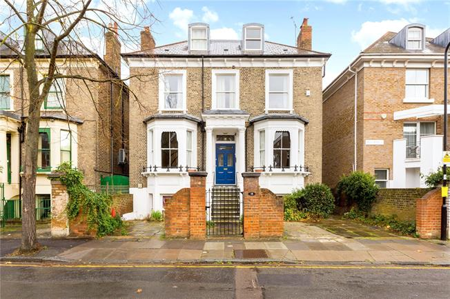 Guide Price £1,950,000, 7 Bedroom Detached House For Sale in Ealing, W5