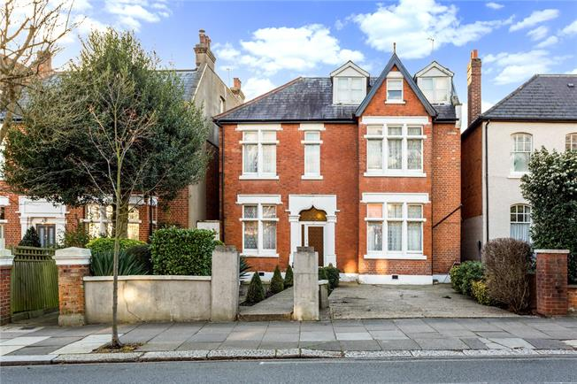 Guide Price £2,200,000, 8 Bedroom Detached House For Sale in London, W5