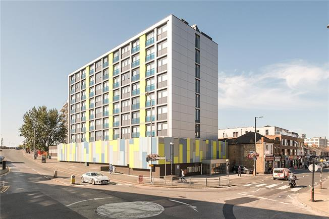 Guide Price £265,000, Flat For Sale in Hayes, UB3