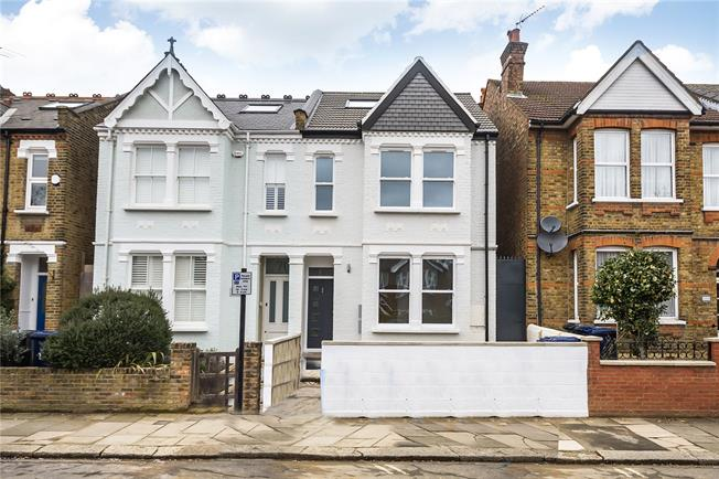 Offers in excess of £600,000, 3 Bedroom Flat For Sale in Ealing, W5
