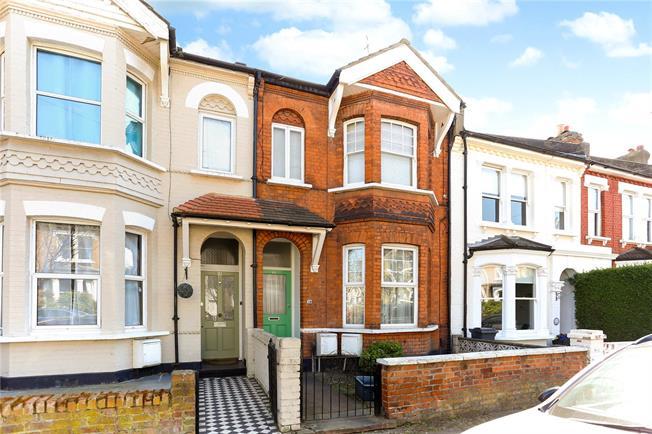 Guide Price £499,950, 3 Bedroom Flat For Sale in Brentford, TW8
