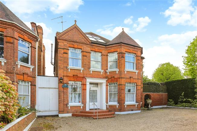 Guide Price £1,850,000, 4 Bedroom Detached House For Sale in London, W5