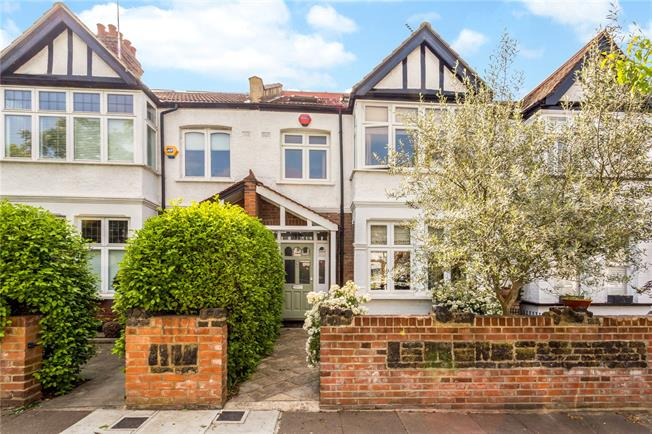 Guide Price £975,000, 4 Bedroom Terraced House For Sale in Ealing, W13